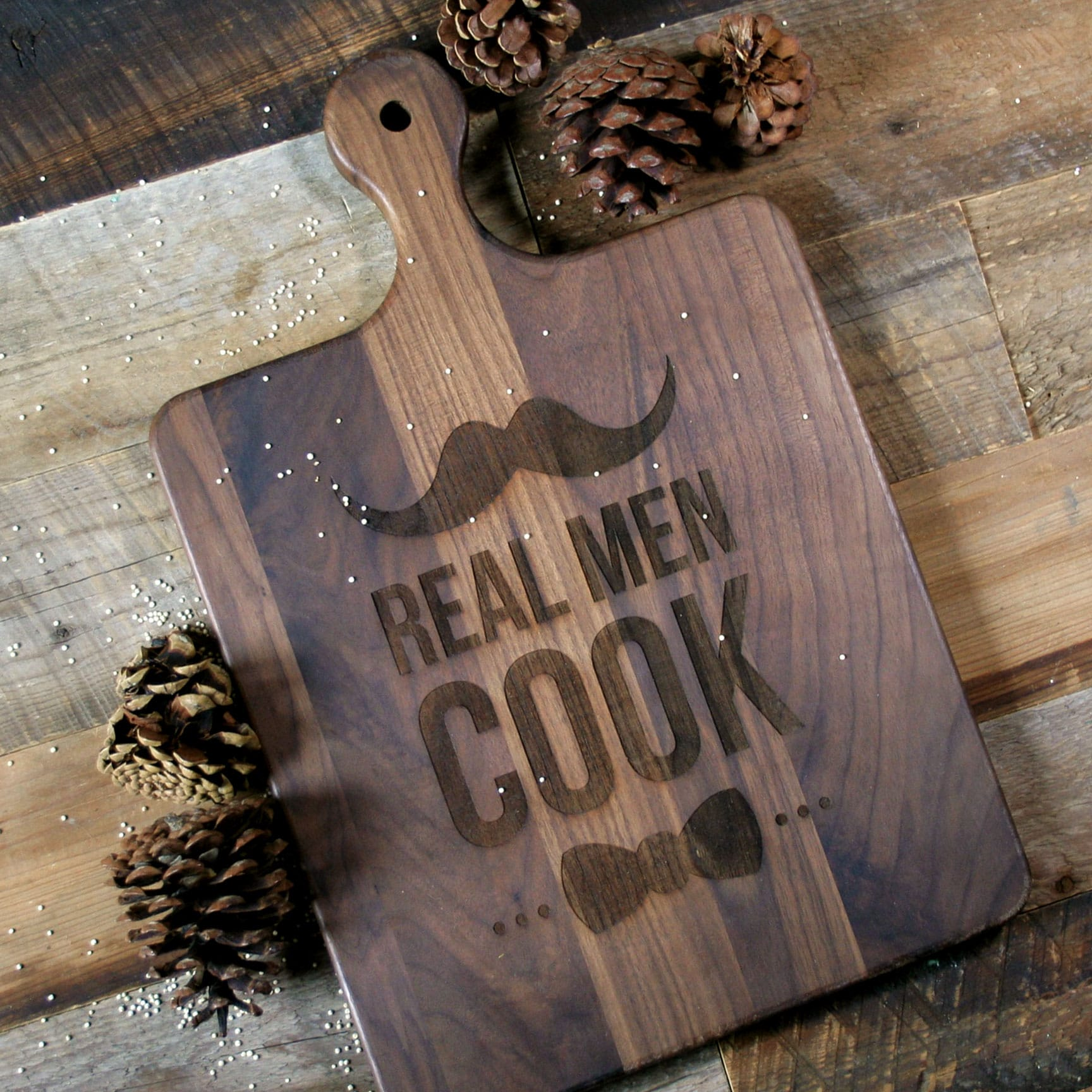 Walnut cutting board with rounded handle - 1065